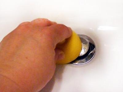 Tudi stara limona dobro čisti.